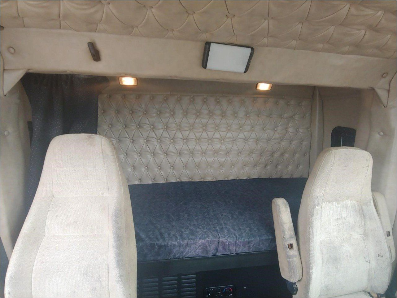 2011 WESTERN STAR 4900