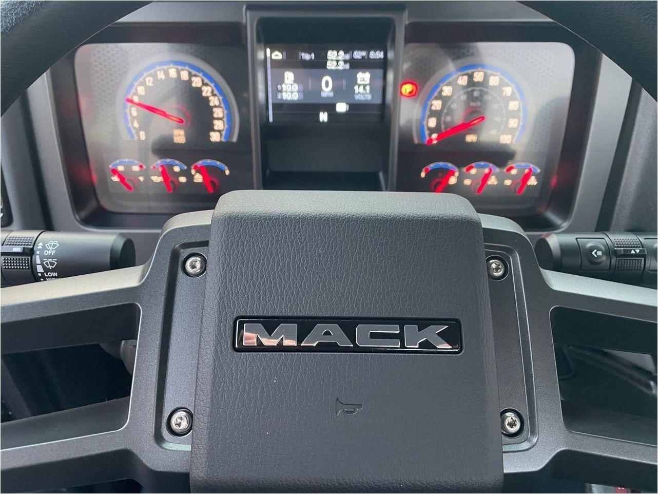 2021 MACK MD6